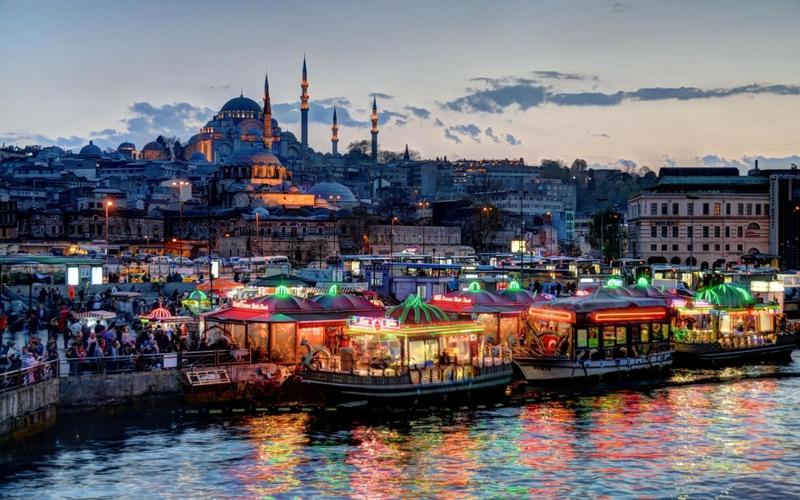 Турецкие города часто представляют собой сплав исторической и современной архитектуры