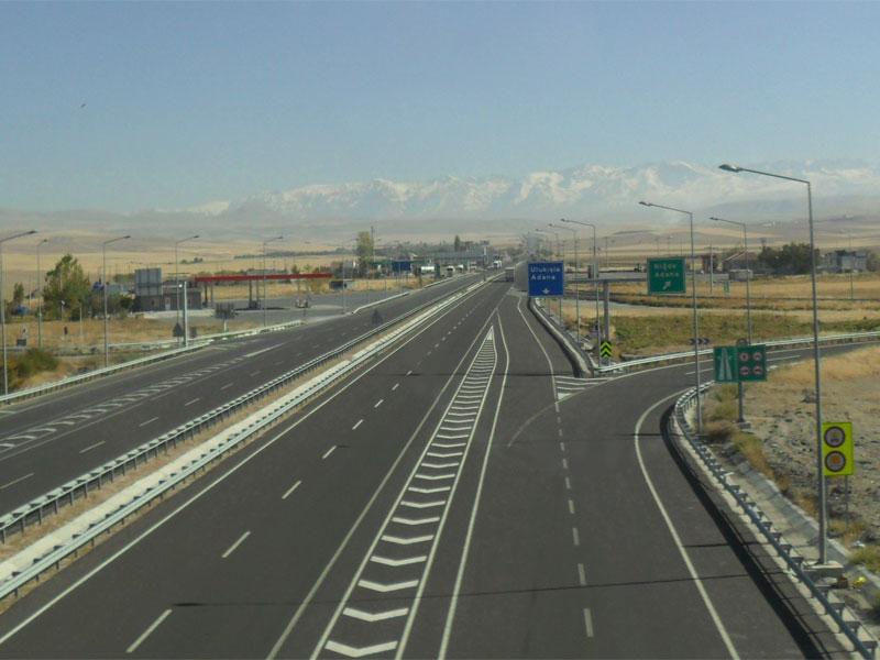 По хорошим турецким дорогам сможет без проблем проехать любой турист-водитель