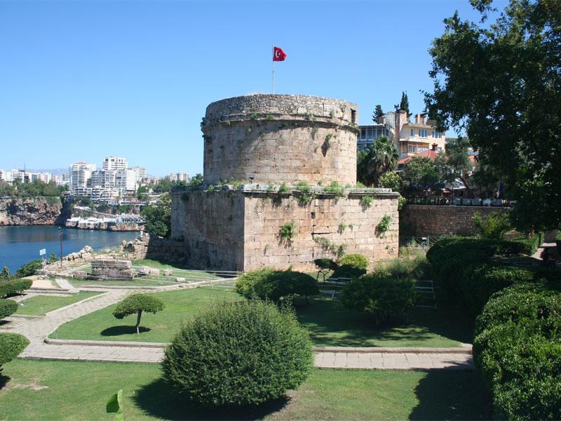 Башня Хыдырлык сохранилась в городе со времен Древнего Рима
