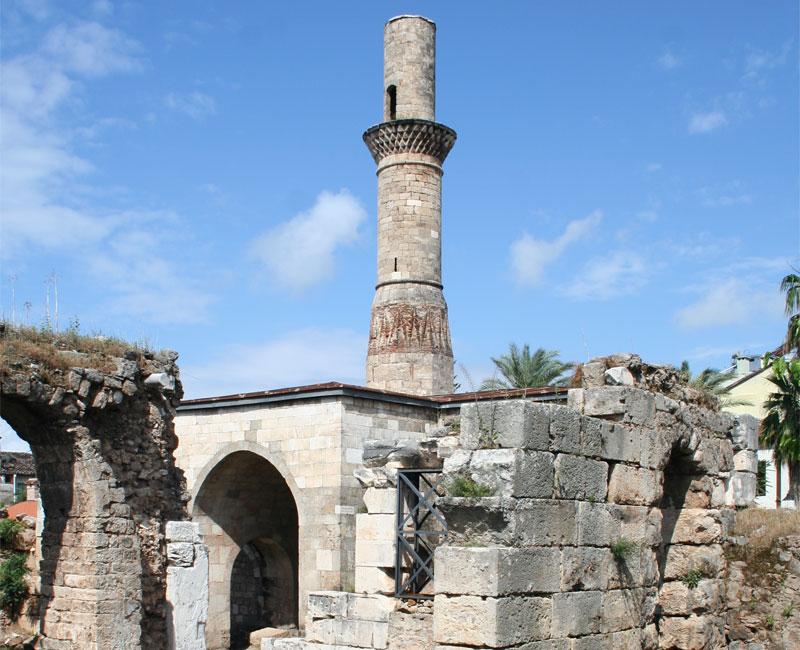 Минарет Кесик - единственное, что осталось от старинной мечети